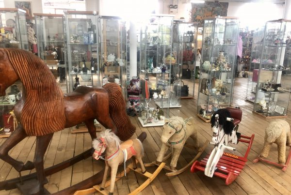 armstrong antiques - dealers wanted